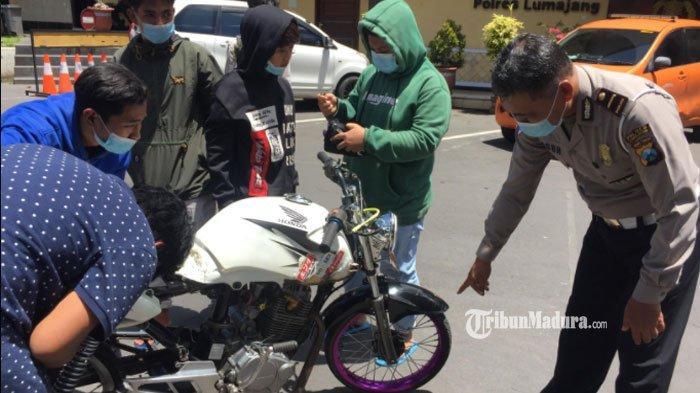 Tak Sadar Dibuntuti, Pemuda Lumajang Terpaksa Pulang Jalan Kaki ke Rumah, Motornya Kena Razia Polisi