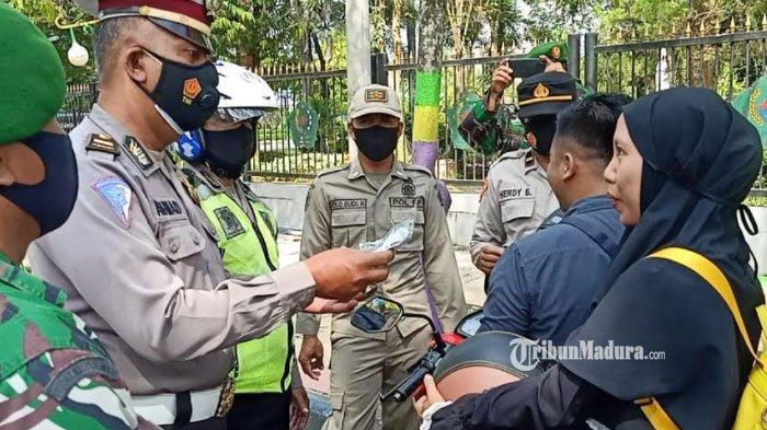 Tak Pakai Masker saat Berkendara, Warga Pamekasan Dihentikan Polisi, Dapat Teguran hingga Imbauan
