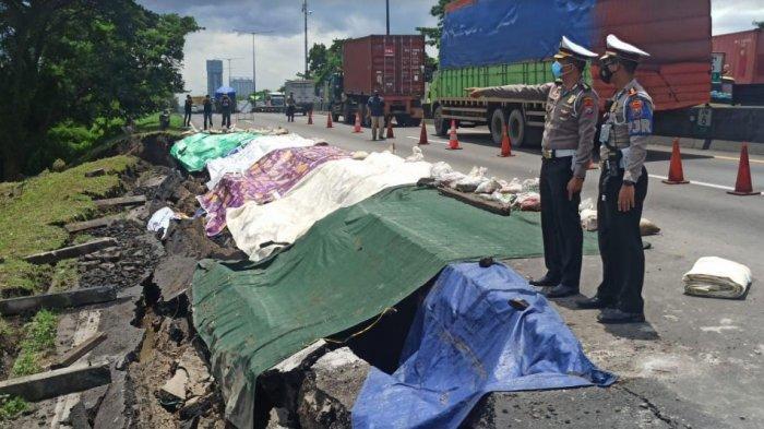 KM 06+200 Tol Surabaya-Gempol Ambles Sedalam 1,5 Meter, Kasat PJR Polda Jatim Berlakukan Satu Jalur