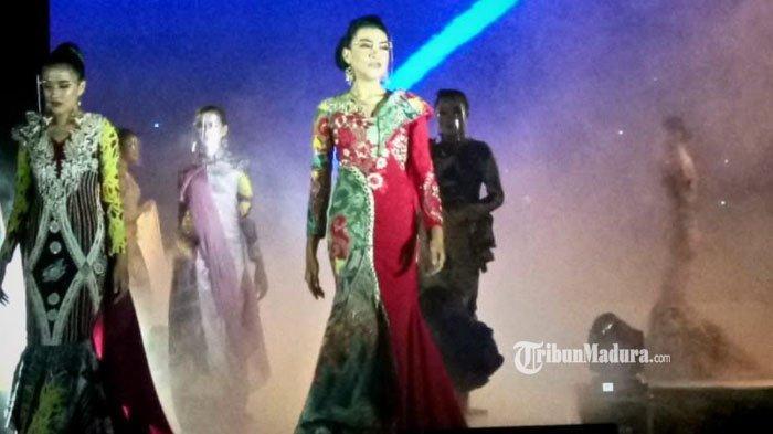 Pakai Batik Ronjengan, Putri Oktavia Arifin Sukses Pukau Tamu Undangan pada Kalender Event Sampang