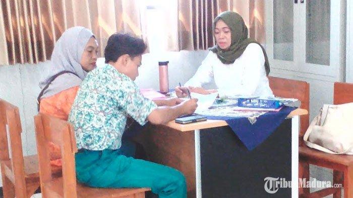 Syarat Pendaftaran PPDB Offline Jalur Keluarga Tidak Mampu Dikeluhkan Wali Murid Calon Siswa