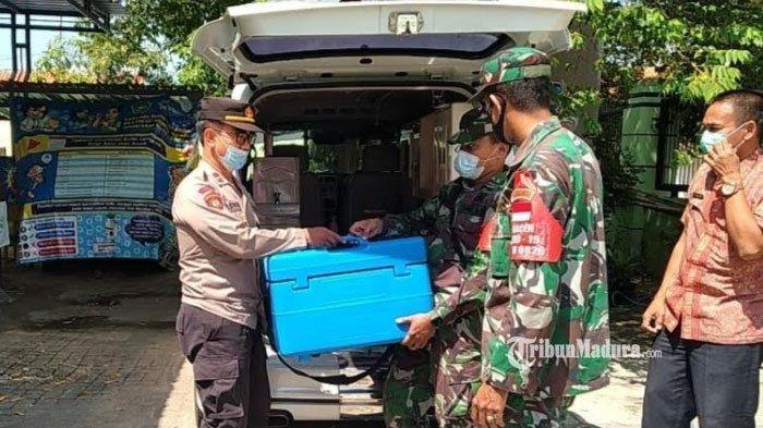 Pendistribusian Vaksin Covid-19 dari Dinkes Pamekasan ke UPT Puskesmas Galis Dikawal Ketat TNI-Polri