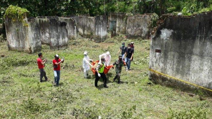 penemuan mayat berjenis kelamin perempuan di area bekas mes Pembangkit Jawa-Bali (PJB), Desa Karangkates, Kecamatan Sumberpucung, Kabupaten Malang, Kamis (9/2/2021).