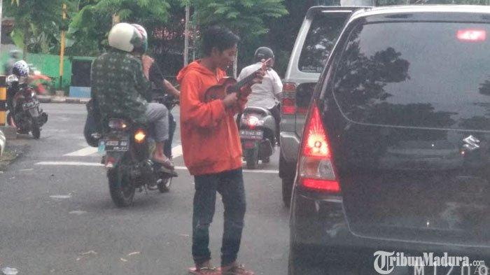 Kerap Minta Uang di Persimpangan Jalan, Pengamen di Pamekasan Resahkan Pengendara