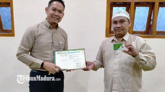 Pengasuh Ponpes Bustanul Ulum Pamekasan Daftarkan 101 Ustaz dan Ustadzah ke BPJS Ketenagakerjaan