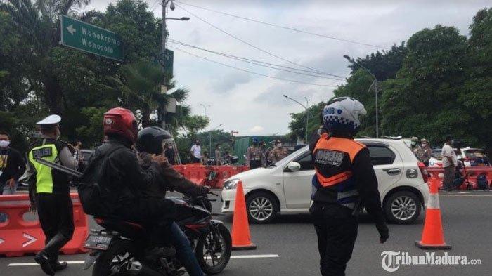 Pengendara Motor yang Bawa Penumpang dan Tak Pakai Masker Tidak Diizinkan Masuk ke Kota Surabaya