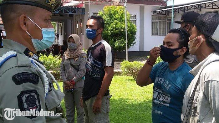 Tak Pakai Masker, Warga Situbondo Dikenakan Sanksi Baca Sholawat Nariyah, Simak Juga Keutamaannya