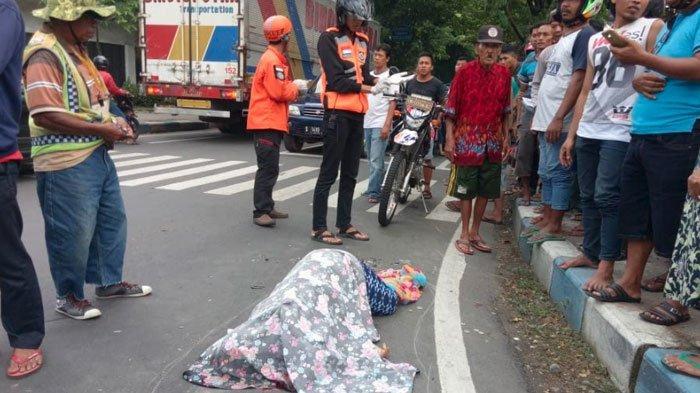 Hendak Mendahului, Pengendara Motor di Mojokerto Tewas setelah TerlindasBanTruk