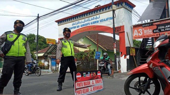 Uji Coba Pengetatan Sosial di Singosari Malang, Diberlakukan Satu Pintu Masuk via Jalan Tumapel