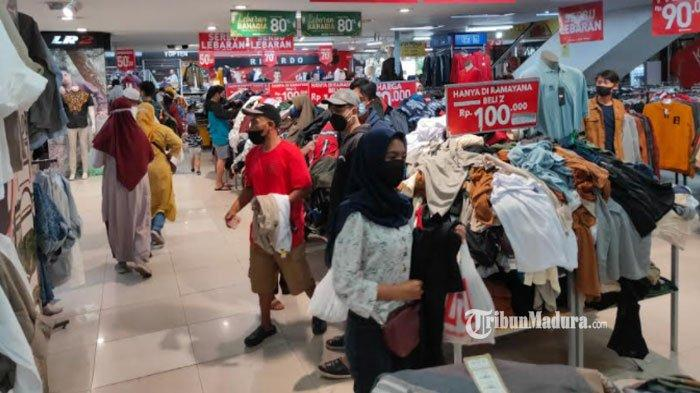 Marak Kerumunan Masyarakat di Pusat Perbelanjaan, Satpol PP Kota Malang Imbau Pengunjung Jaga Jarak