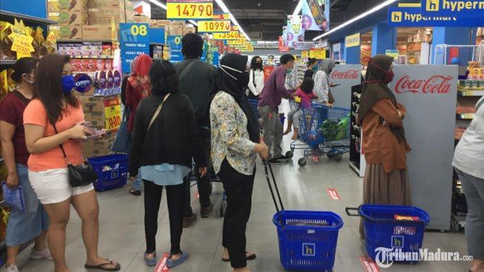 Mal di Surabaya Mulai Dipadati Pengunjung JelangIdul Fitri, Pembeli Borong Pakaian hingga Sembako
