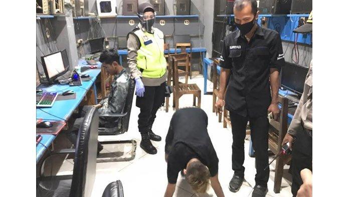 Pengunjung Warnet di Kota Blitar ini Dihukum Push Up, Ketahuan Tak Pakai Masker saat Dirazia