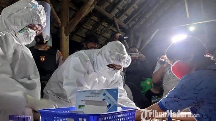 Pengunjung yang Asyik Nongkrong di Warkop Tuban Terjaring Patroli Gabungan, Diwajibkan Pakai Masker