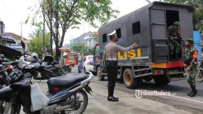 Paskah,Ratusan Personel Gabungan di Sampang Disebar ke Gereja hingga Pusat Keramaian Jaga Keamanan