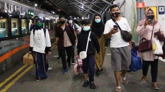 Tak Ingin Lebaran Tanpa Orangtua Kedua Kalinya, Perantau dari Yogyakarta Tiba di Surabaya Naik KA