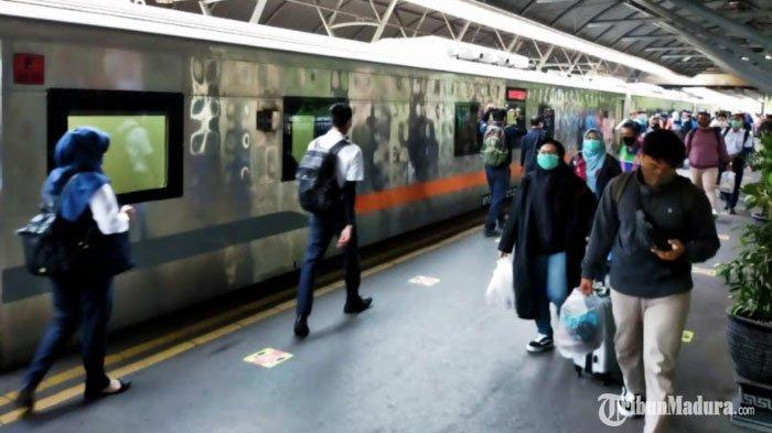 Puncak Masa Angkutan Libur Panjang,PT KAI Daop 8 Surabaya Tambah 4 Perjalanan KA Jarak Jauh