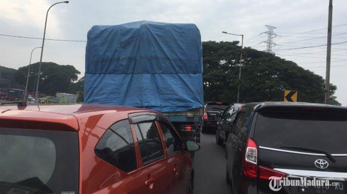 Ruas Jalan Exit Tol Waru Sidoarjo Macet, Kendaraan Roda 4 Bergerak Maju 1 Meter dalam Waktu 10 Menit