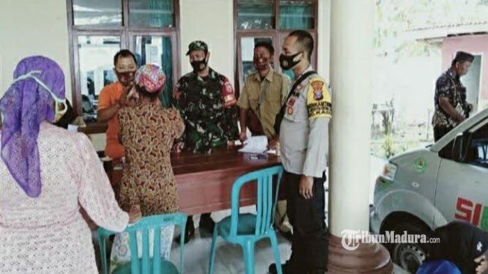 Warga Miskin di Kadur Pamekasan Mulai Terima BST, Penyerahan Bantuan Dikawal Ketat TNI-Polri