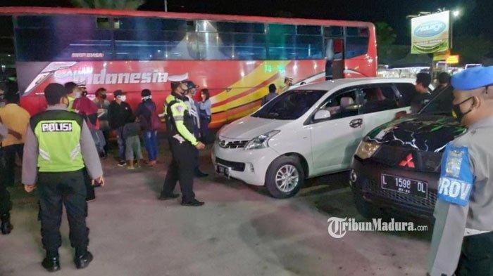 Hari Pertama Larangan Mudik, Sejumlah Bus dan Mobil Diminta Putar Balik dari Pos Penyekatan di Tuban