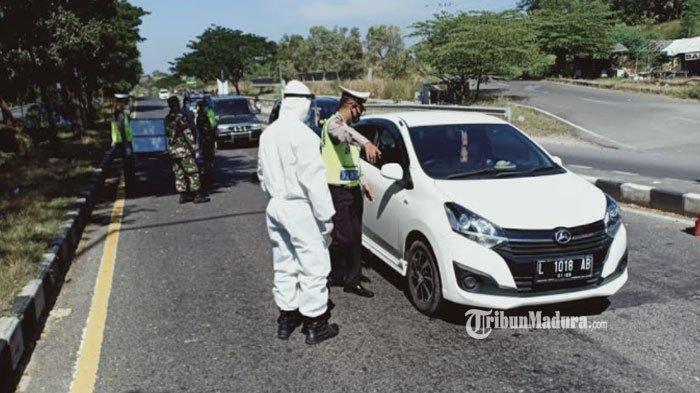 Pemeriksaan dan Penyekatan Rayon Ops Ketupat Semeru 2021 di Pos Pengamanan Suramadu sisi Madura, Rabu (12/5/2021)