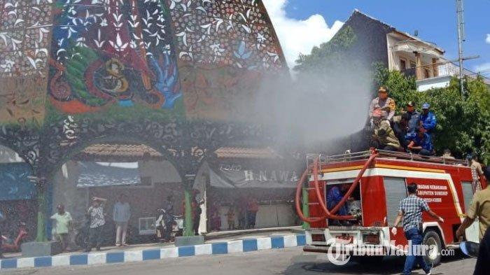 Cegah Corona, Beberapa Ruas Jalan Protokol di Kecamatan Kota Sumenep Disemprot Cairan Disinfektan