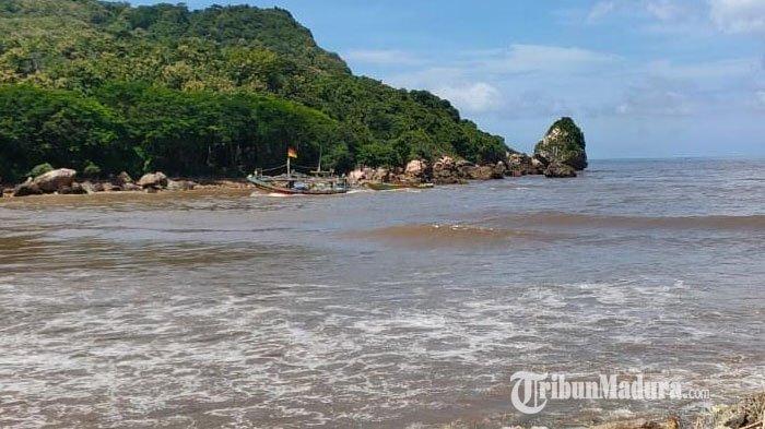Dihantam Ombak Besar, Empat Perahu Nelayan Puger Kabupeten Jember Hancur, Satu ABK Dikabarkan Hilang