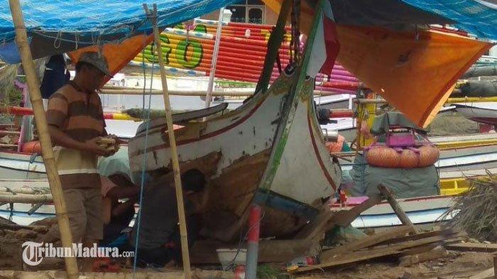 Nelayan Madura Pilih Libur Melaut Karena Cuaca yang Buruk, Angin Kencang dan Gelombang Ancam Nyawa