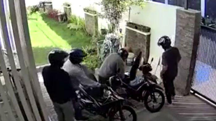 Rumah Mewah di Surabaya Didatangi 4 Perampok Bermotor, Pelaku Kabur saat Terpergok Pemilik Kediaman