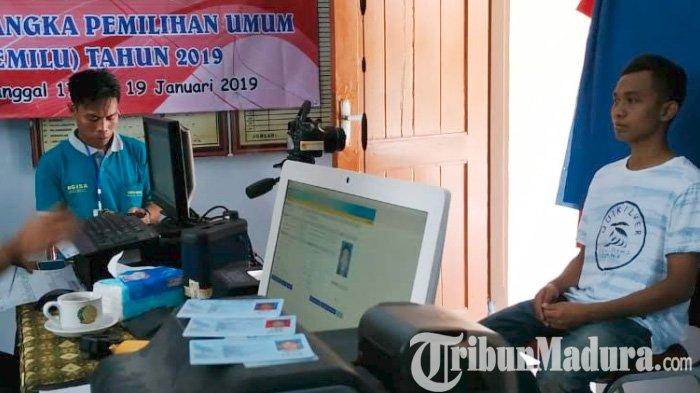 Jelang Coblosan Pemilu 2019, Dispendukcapil Sumenep Nglembur Lakukan Pencetakan e-KTP