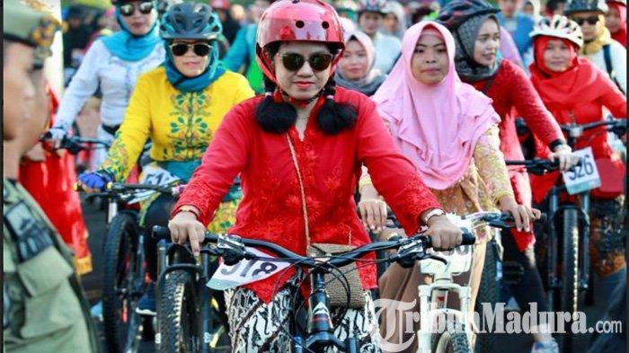 Ikuti Women Cycling Challenge di Lereng Gunung Ijen, Para Perempuan Berkebaya Tak Mau Ketinggalan