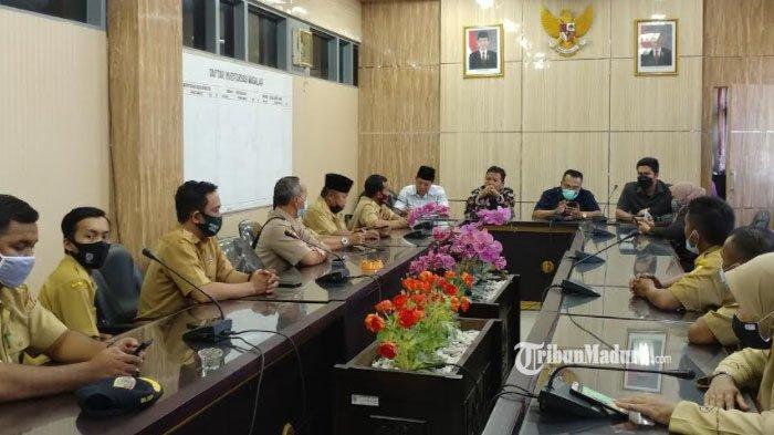 Ribuan Perangkat Desa di Jember Belum Gajian selama 5 Bulan, Wadul ke Komisi A DPRD Jember
