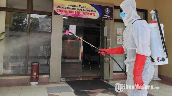 Muncul Klaster Perkantoran, BPBD Kabupaten Ponorogo Lakukan Penyemprotan Disinfektan di Sejumlah OPD