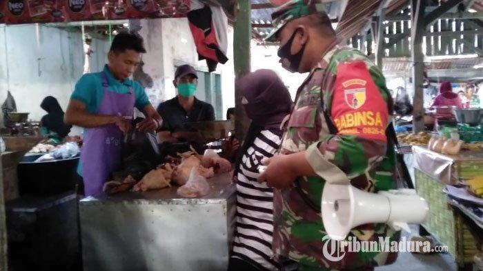 Sosialisasi 3M, Seluruh Personel Kodim Pamekasan Blusukan ke Pasar untuk Cegah Penularan Covid-19