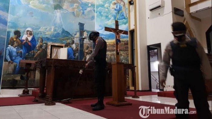 Antisipasi Teror Bom, Polres Pamekasan Sterilisasi 6 Gereja di Pamekasan Madura Pakai Metal Detector