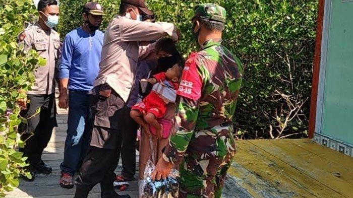 Polsek Galis Bagikan Masker dan Imbau Pengunjung Wisata Mangrove Pamekasan Patuhi Protokol Kesehatan