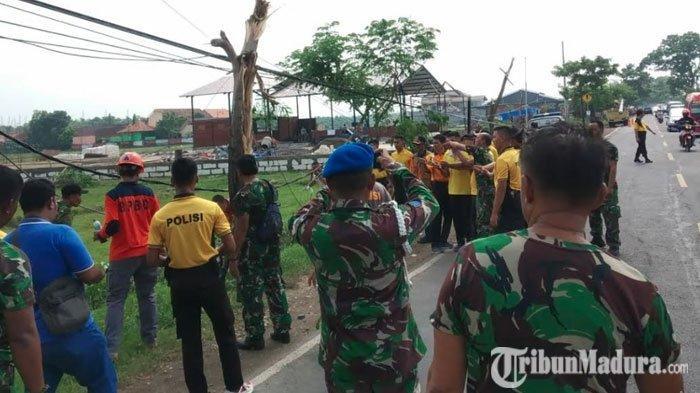 Satu Kompi Personel Polres Bangkalan Diterjunkan untuk Bersih-BersihKawasan Akses Jembatan Suramadu