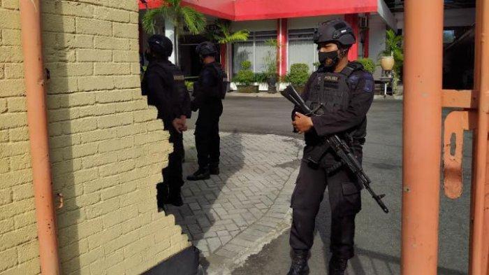 BREAKING NEWS - Tas Hitam Diduga Berisi Bom Bikin Heboh DPRD Kota Kediri