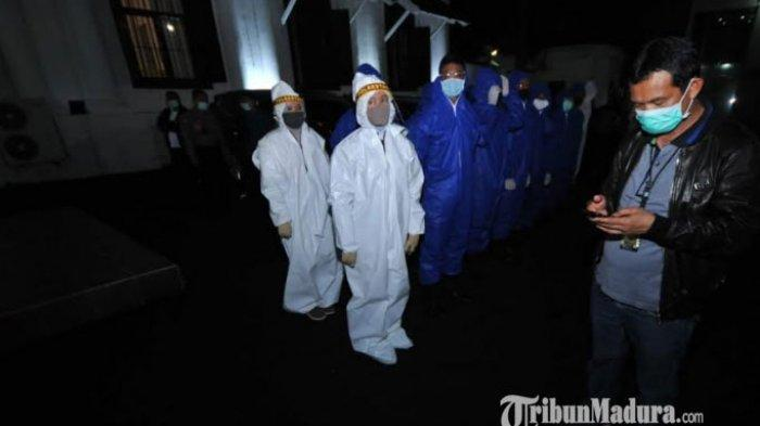 82 Pelanggar Terjaring Razia Jam Malam PSBB Surabaya, 5 Orang Reaktif Covid-19, Langsung Karantina