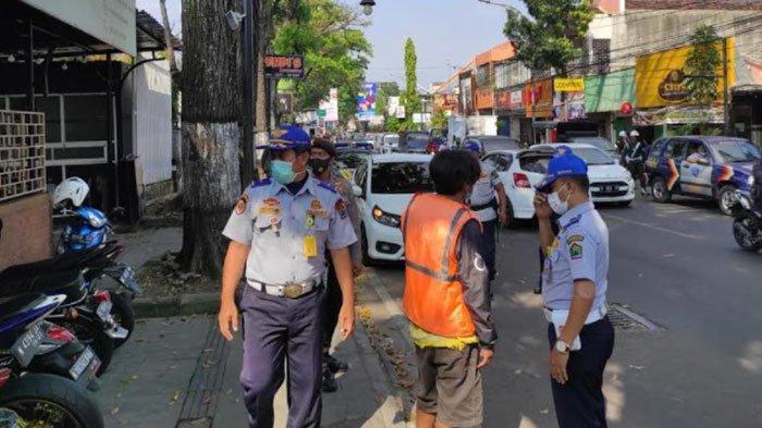 Jukir Liar Masih Berkeliaran di Kota Malang, Petugas Dishub Beri Peringatan, Dapat Keluhan Warga