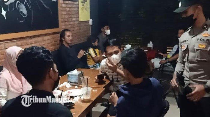 Petugas Gabungan di Pamekasan Razia Cafe dan Tempat Nongkrong, Banyak Anak Muda yang Kena Sanksi