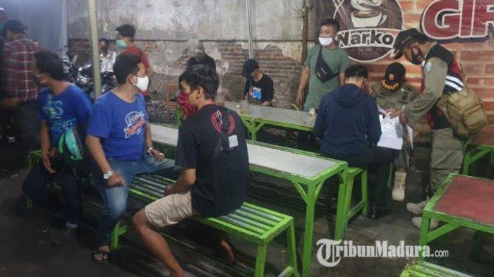 Nongkrong di Warkop dan Kafe, 640 KTP Pelanggar Disita saat PSBB Surabaya Raya, Satpol PP: Bandel