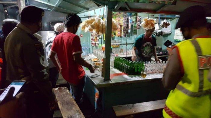 Masih Ada Warkop Nekat Berjualan Saat Jam Malam PSBB di Kota Surabaya, Petugas Sita KTP Pelanggar