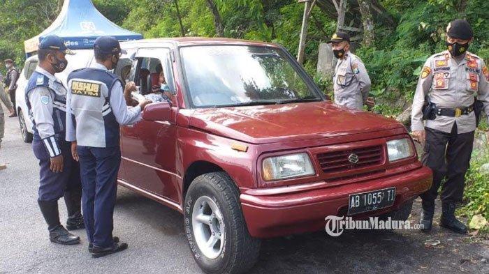 Penyekatan Mudik di Lumajang, Puluhan Kendaraan yang Tak Penuhi Syarat Jalan Dipaksa Putar Balik