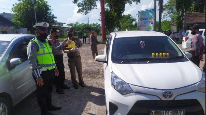 Perketat Pengawasan Jalur Pantura Jatim-Jateng di Tuban, Petugas Halau Kendaraan dari Arah Jakarta