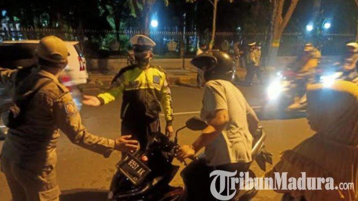 Operasi Yustisi di Taman Arek Lancor Pamekasan Gencar Dilakukan, Tindak Pengendara Tak Pakai Masker