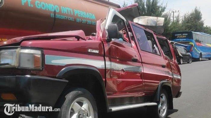 BREAKING NEWS - Kecelakaan Maut Adu Moncong Truk dan Mobil Tewaskan 6 Orang di Tuban