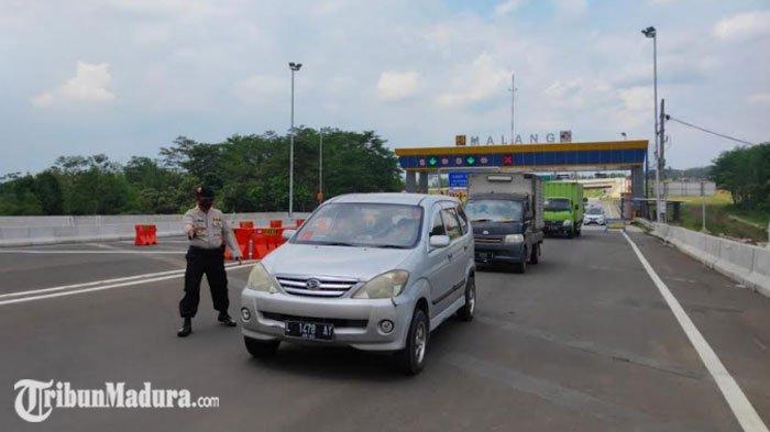 Menjelang Penerapan PSBB Malang Raya, Kendaraan Plat Nomor Luar Malang Masih Banyak yang Melintas