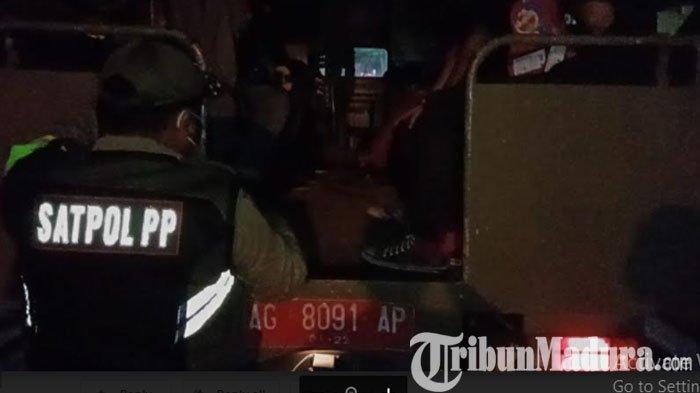 Razia Malam Satpol PP, Belasan Anak Muda Berdandan Ala Punk di Kota Kediri Diamankan Petugas