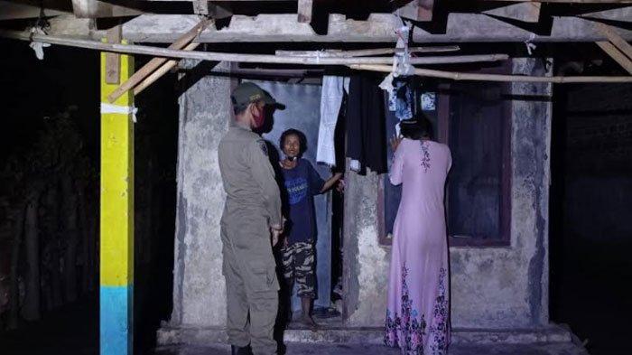 Pengamen Tua Akui Tersesat dan Bingung Jalan Pulang, Satpol PP Antarkan Pengamen Tersebut ke Rumah