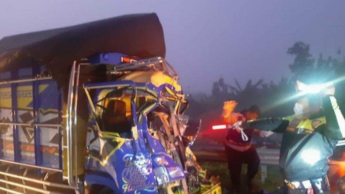 Kecelakaan di Tol Ngawi-Solo, Truk Colt Diesel Tabrak Bodi Belakang Truk Tronton, Satu Orang Tewas